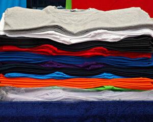 como aprender a planchar y doblar una camiseta
